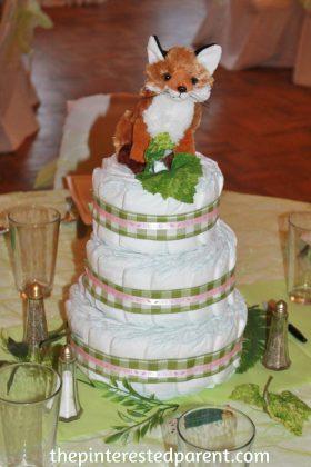 Woodland diaper cake centerpiece. An adorable idea for a baby shpwer for boy or girl