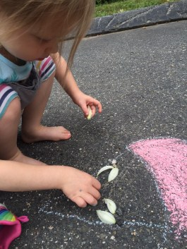 Land & Chalk Art - Nature and outdoor play for the kids - Summer arts & crafts and activities