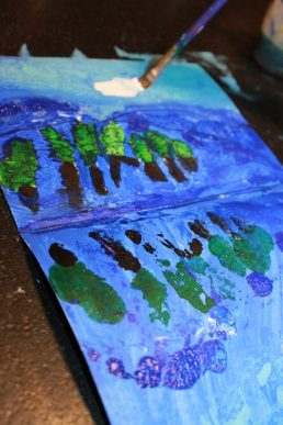 Try this step by step paint and fold paint and print reflection. Winter snowy tree painting. A great art project for kids or adults. Arts and crafts.