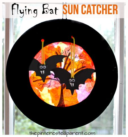 Paper plate swinging flying bats sun catcher - Halloween arts & crafts for kids.