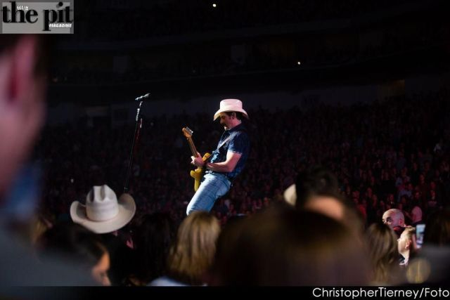 The Pit Magazine, Chris Tiernery Photography, Brad Paisley, Pinnacle Bank Arena, Lincoln, Nebraska