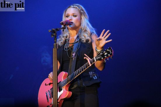MIRANDA LAMBERT EMBARKS ON ROADSIDE BARS & PINK GUITARS TOUR 2019