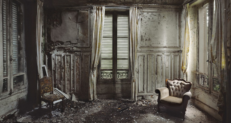 These photos of abandoned buildings show the beauty in the