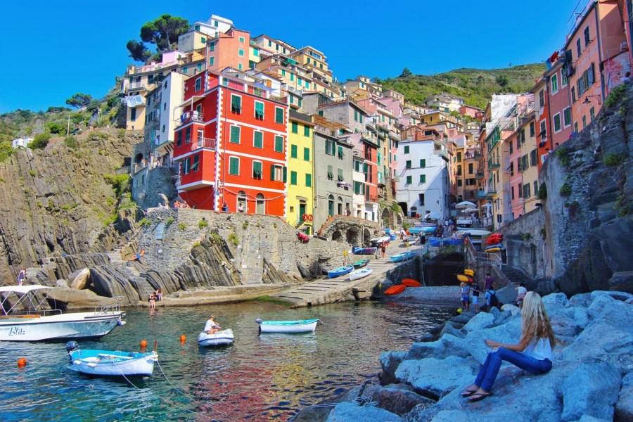 italy coastal towns cinque terrer riomaggiore