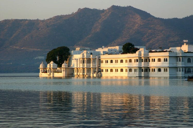 taj lake palace most luxurious of hotels in udaipur