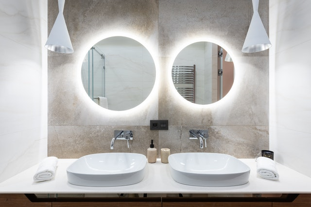 LED MIRRORS IN THE BATHROOM