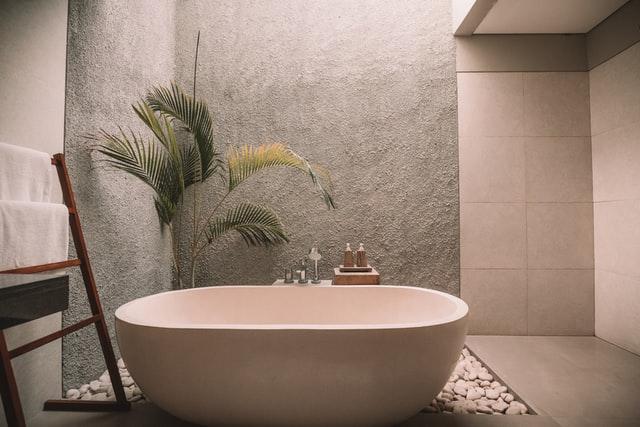 A MODERN FREESTANDING BATHTUB.