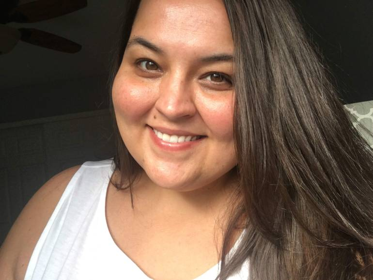 No makeup selfie of Miranda Schultz of The Plus Life Blog