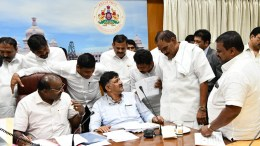 H.D. Kumaraswamy with other leaders