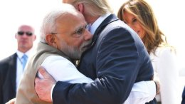 Narendra Modi and Trump hugging each other