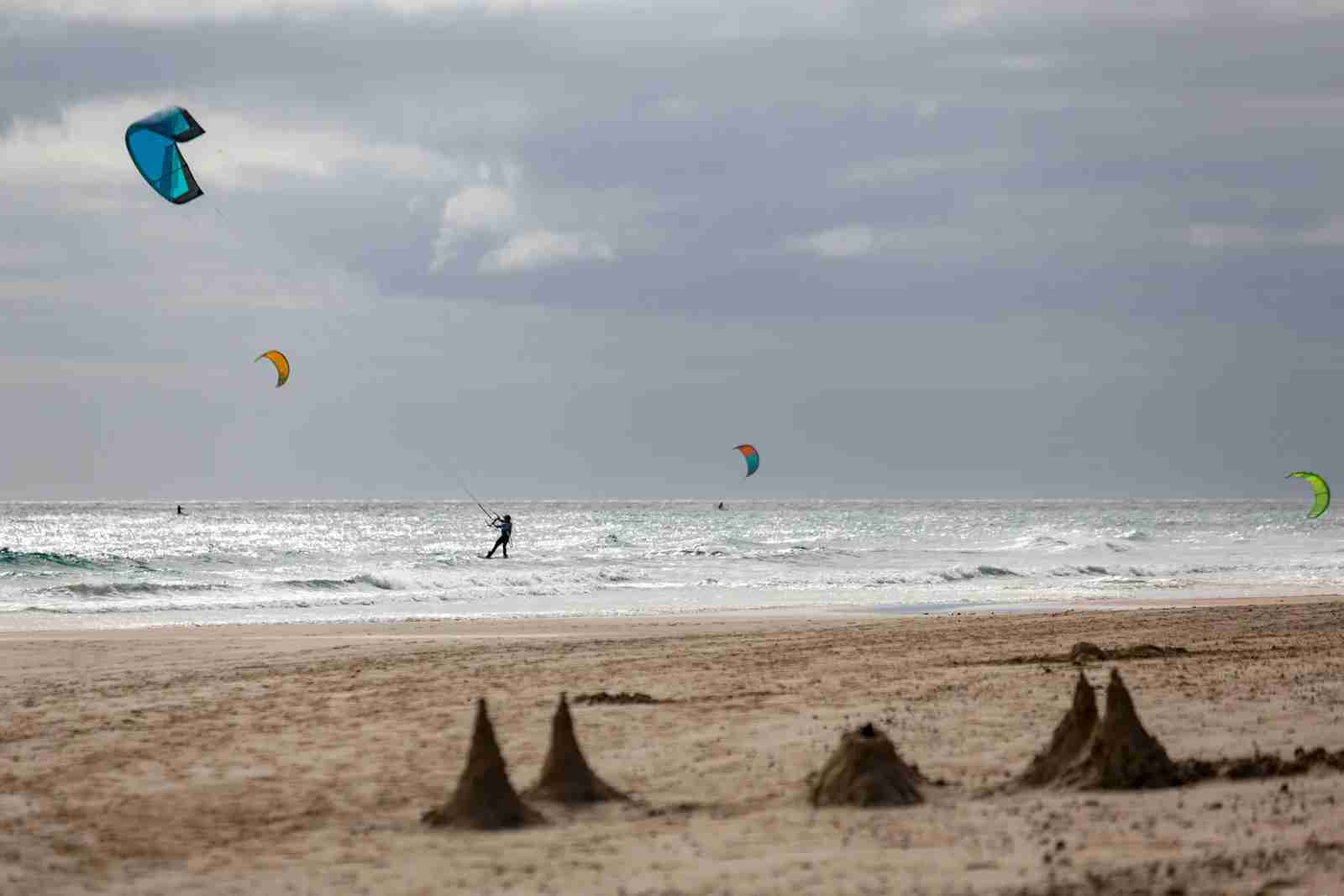 Kiteboarding at Costa Calma in Fuerteventura. (Photo by Brand X Pictures / Getty Images)