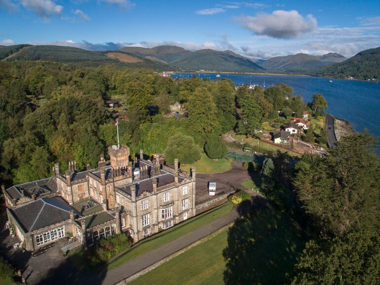 Castle on the Loch. Image courtesy of www.cottages-and-castles.co.uk/