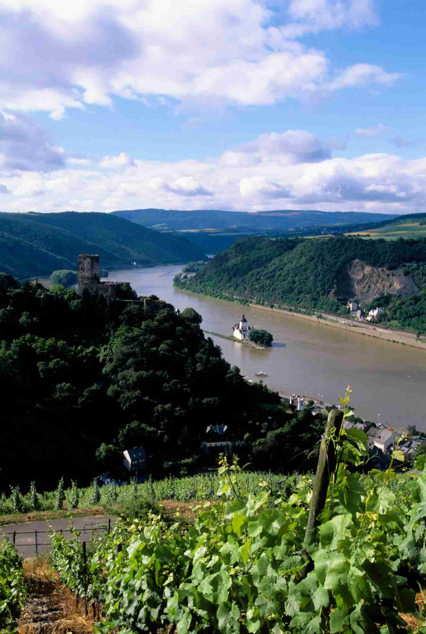 GERMANY - 1997/01/01: Germany, Rhine River, Pfalzgrafenstein Castle On Island And Gutenfels Castle, Vineyards. (Photo by Wolfgang Kaehler/LightRocket via Getty Images)