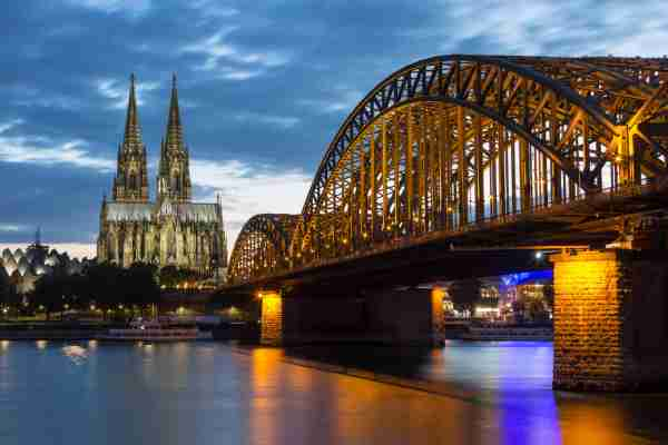 The Hohenzollern Bridge and Cologne Cathedral in the industrial and university city of Cologne situated on the River Rhine in Germany (@SteveAllenPhoto via Twenty20)