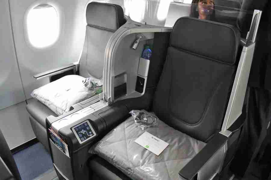 A pair of JetBlue Mint seats — private suites (with closing doors) are available in every other row.