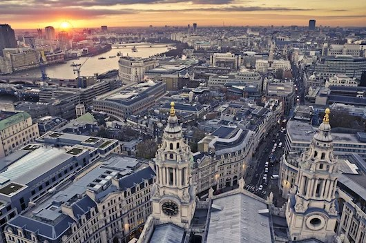 London is full of shopping possibilities. Photo courtesy of Shutterstock.