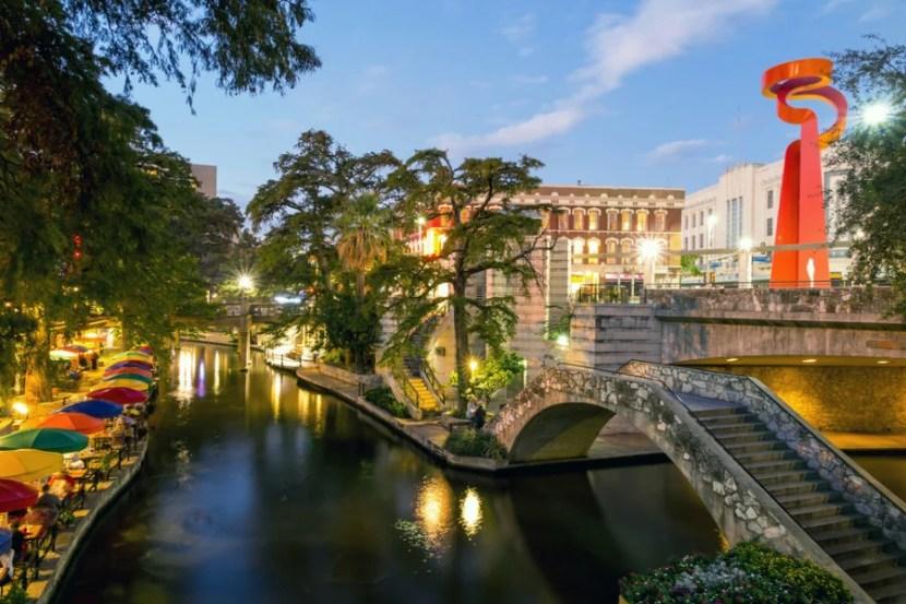 The San Antonio Riverwalk is great for any type of trip, with familes, couples or friends. Photo courtesy of Shutterstock.