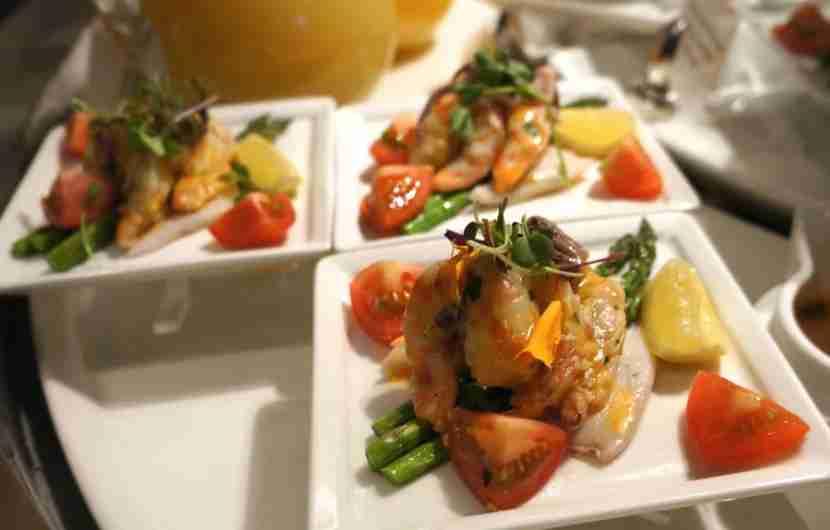 emirates-lounge-lax-shrimp-salad-melanie-wynne