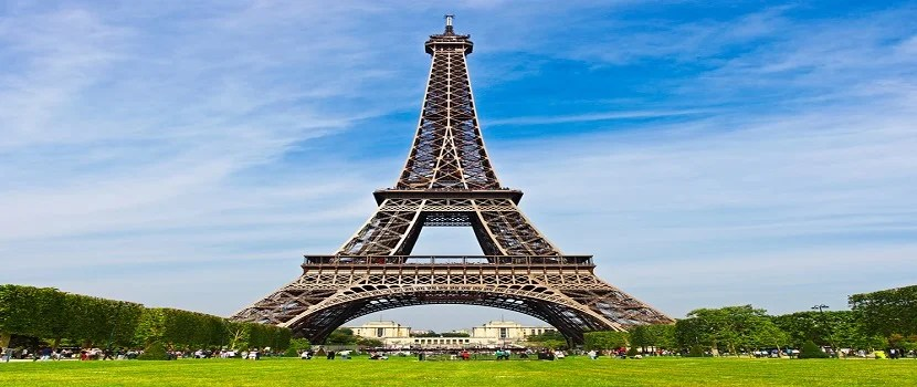 There are all kinds of street scams occuring below the Eiffel Tower. Photo courtesy of Shutterstock.
