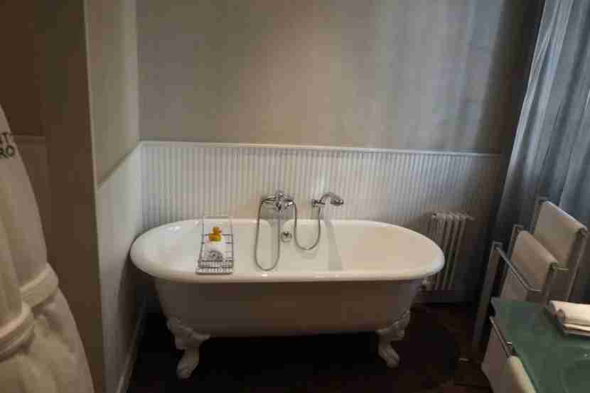 Not sure this tub was designed with someone my height in mind, but it