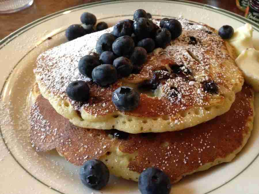 blueberry-buttermilk-pancakes-black-eyed-susans-nantucket-drew-limsky