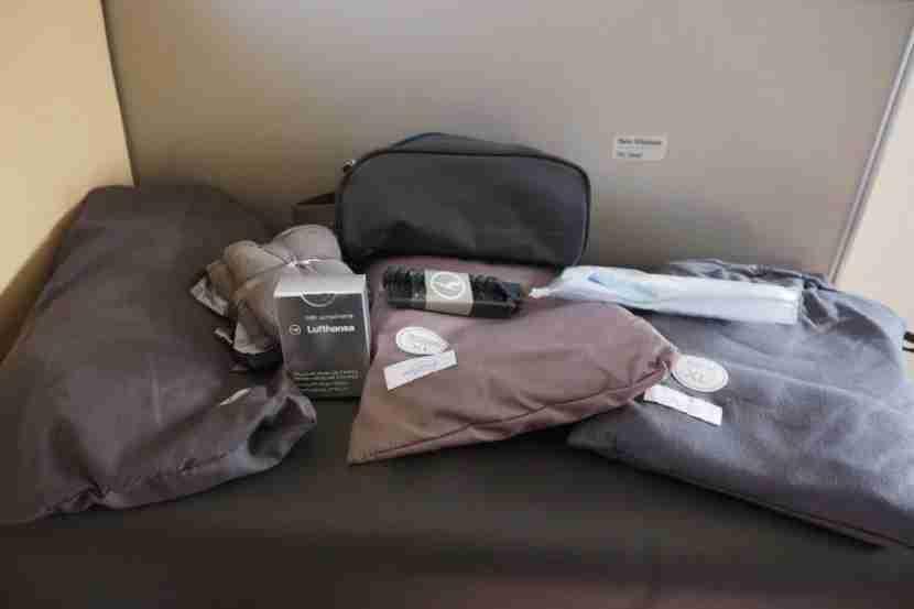The very basic Lufthansa amenity kit.