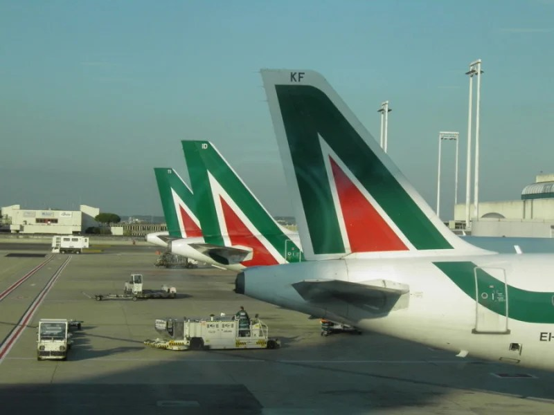 Alitalia aircraft lined up at Fiumicino. Photo courtesy of Shutterstock.