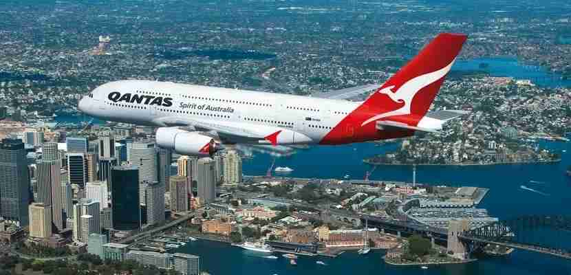 Qantas plane sydney harbour featured 2