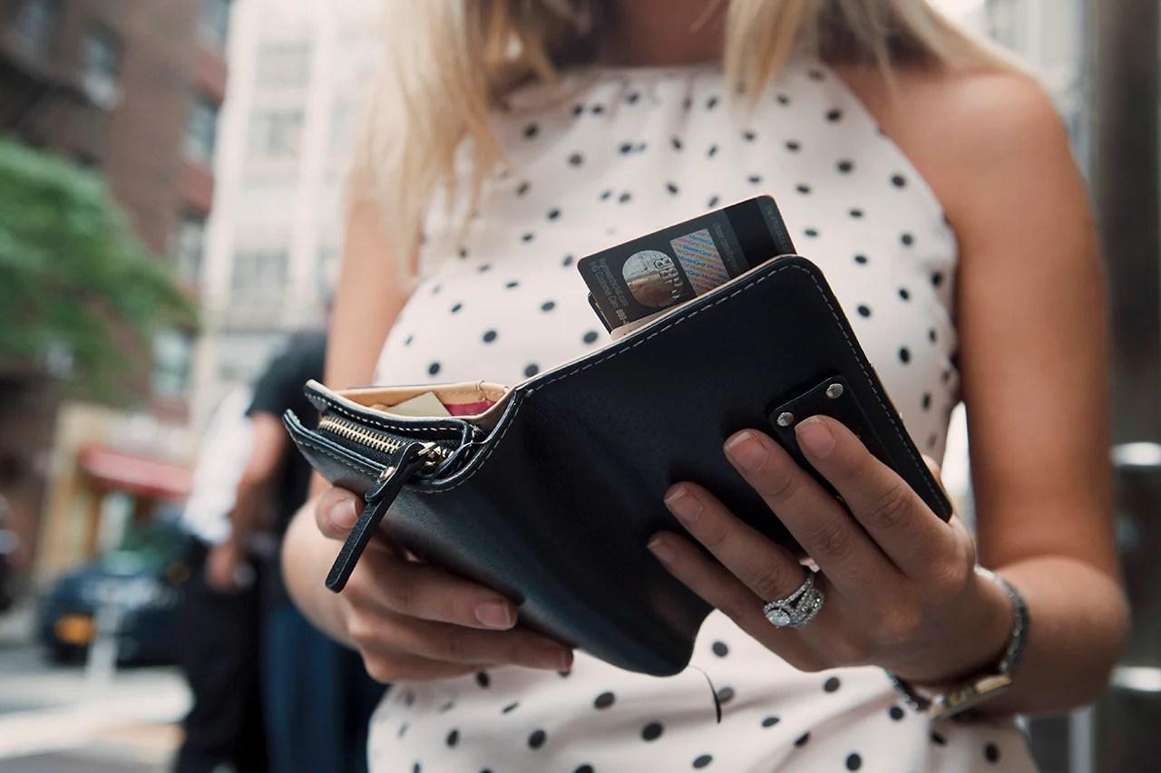 Should you choose a rewards credit card or a cash back credit card?