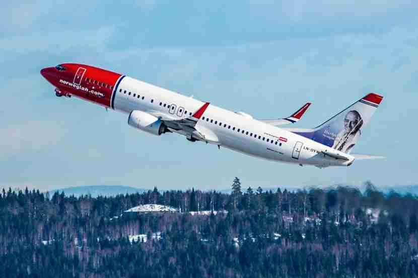 A Norwegian 737.