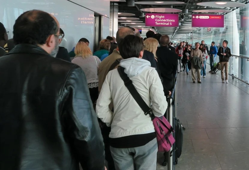 Concerningly long connection queue in London Heathrow (LHR) Terminal 5.