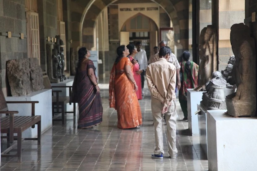 Visitors from India and around the world fill the Chhatrapatī Shivaji Mahārāj Vastu Saṅgrahālay Museum.