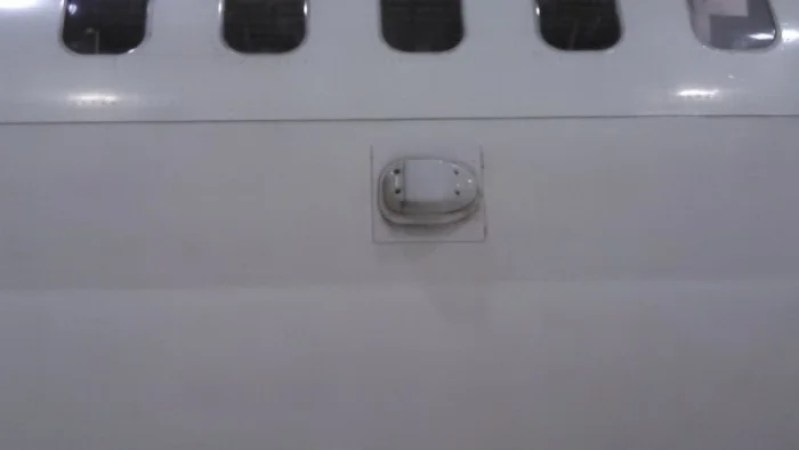 An ATG 4 antenna located on the side of the aircraft, increases ground based connectivity. Photo by the author.