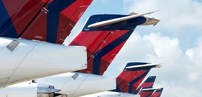 Delta plane tails in a row
