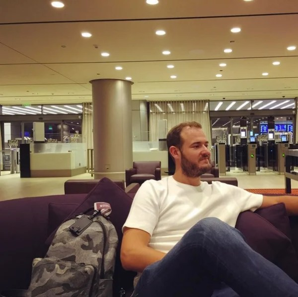 Chilling in the Immigration lounge at Doha Airport.