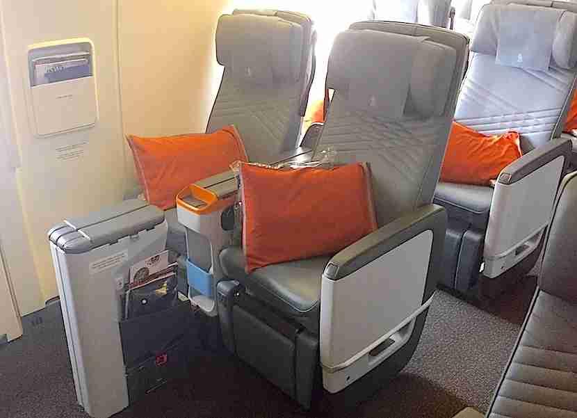 The bulkhead seats were free, so I took them.