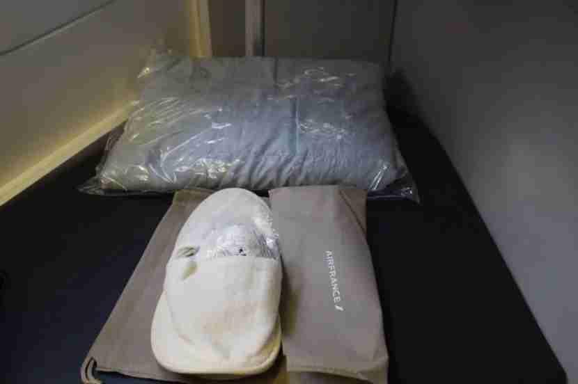 air france 777-300er slippers blanket