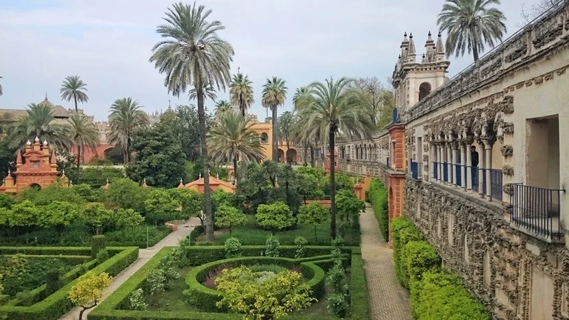 The gardens of the Real Alcázar Palace are romantic in any season.