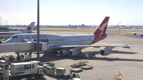 Watch a Qantas 747 Fly with Five Engines