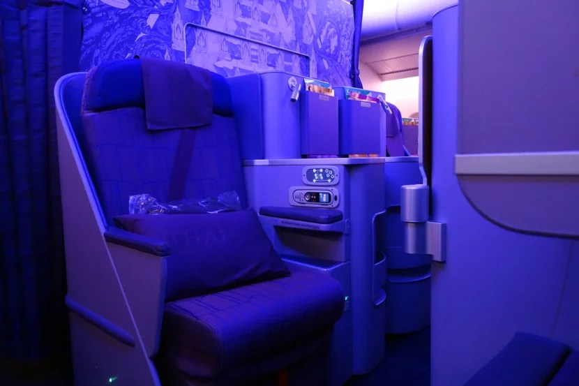 Business seats are also arranged in a 1-2-1 configuration.
