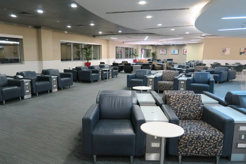 The lounge was almost completely empty when I arrived just 30 minutes after it opened.