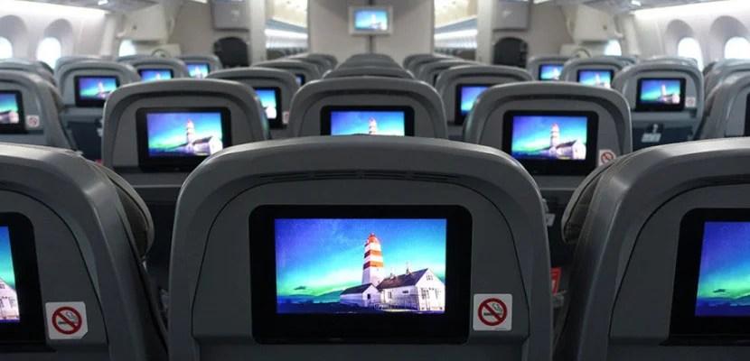 See the benefits of a bulkhead vs. regular economy seats on Norwegian's Dreamliner.