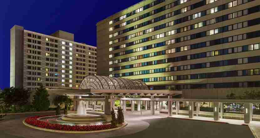The exterior of the Hilton New York JFK Airport. Image courtesy of Hilton.
