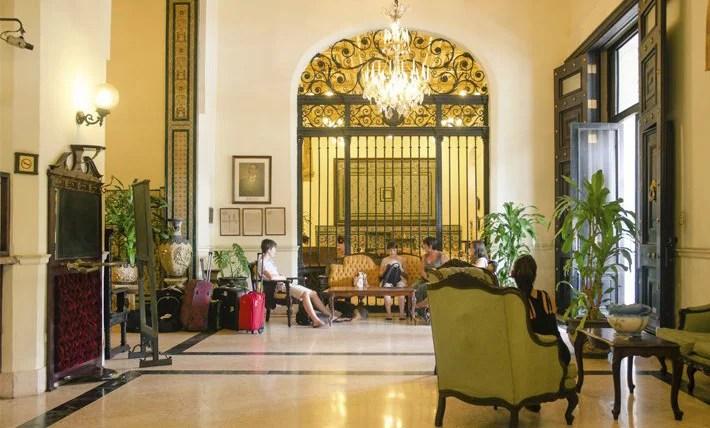 The lobby of Hotel Inglaterra.