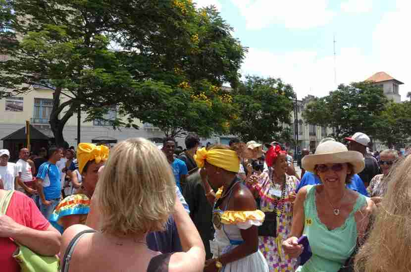 Vendors and street performers were also waiting for us to arrive at the Port of Havana.