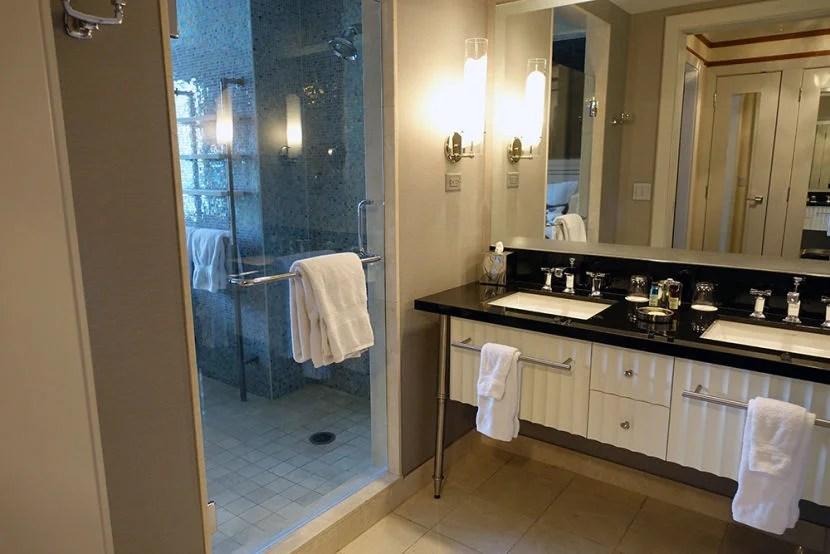 Review The Cosmopolitan of Las Vegas — Terrace e Bedroom