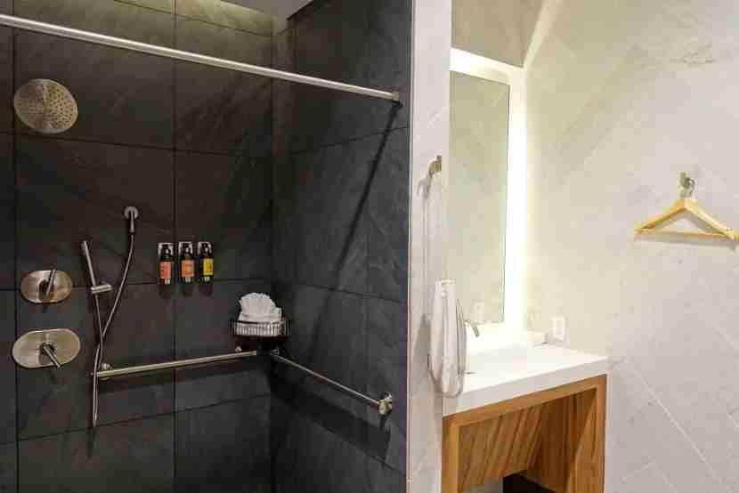 amex centurion lounge sfo shower