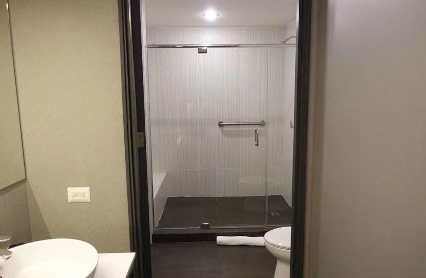 Aloft-Bathroom