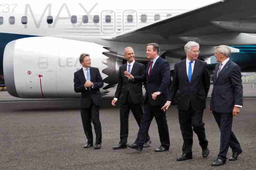 David Cameron chats with Boeing CEO Dennis Muilenburg at the Farnborough Air Show.