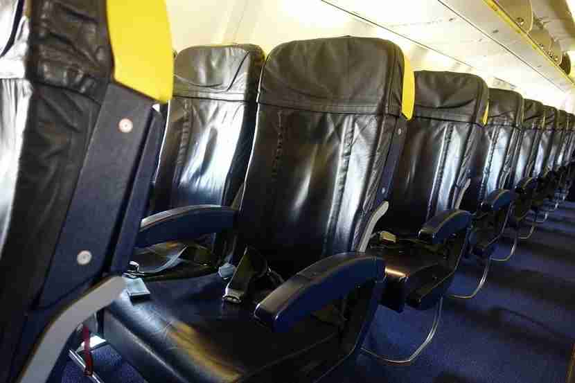 The lovely blue and yellow Ryanair cabin.